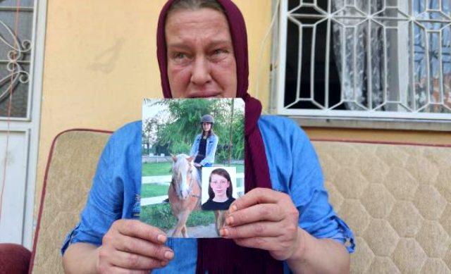 İntihar mektubu bırakıp evden ayrılan genç kızın annesi gözyaşlarıyla seslendi: Kızımı kandıranlar cezalandırılsın