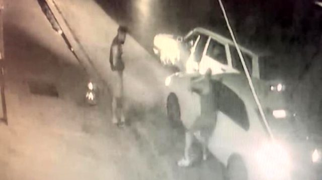 Pendik'te kadına darp kamerada... Yolu kesildi aracının camı tekmeyle kırıldı