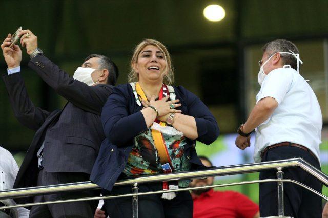 Hes Kablo Kayserispor Başkanı Berna Gözbaşı: Mensah için bir tek Beşiktaş'la görüştük