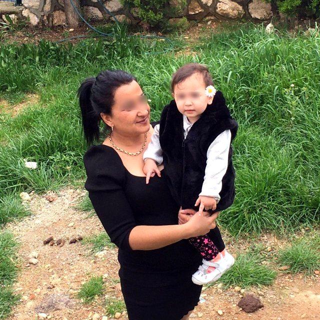 Bebek taksiye kusunca müşterisinden 400 lira para isteyen taksicinin işine son verildi