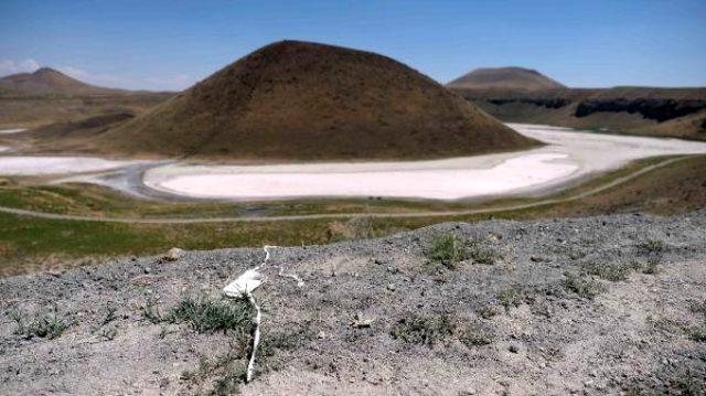 'Dünyanın nazar boncuğu Meke Gölü, kurudu kaldı