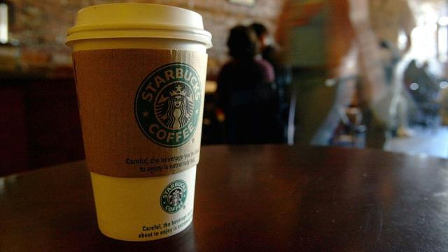 Starbucks'ta Müslüman kadına ayrımcılık: Bardağına