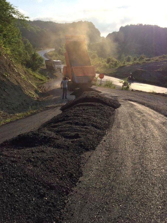 Cide Kaymakamlığı grup yollarında asfaltlama çalışmalarını tamamladı