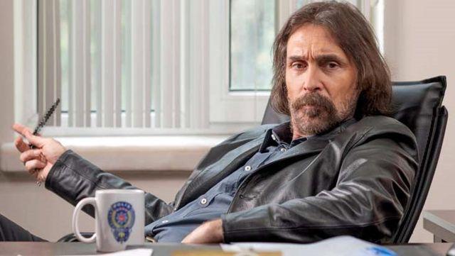 Erdal Beşikçioğlu yıllardır uzun kullandığı saçını ve sakalını yeni projesi için kestirdi