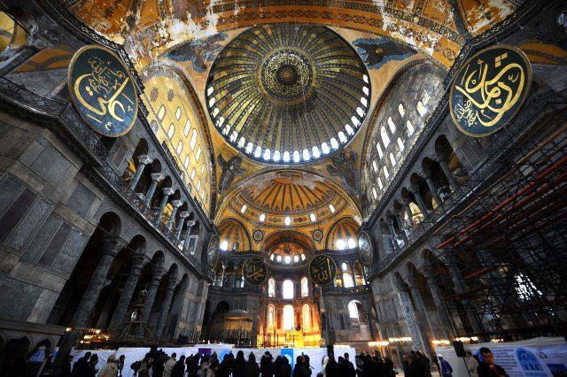 Kiliseden camiye, camiden müzeye Ayasofya'nın tarihi