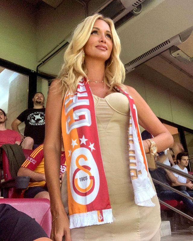 2018 Dünya Kupası elçisi Rus güzel Victoria Lopyreva, tatil için Antalya'ya geldi