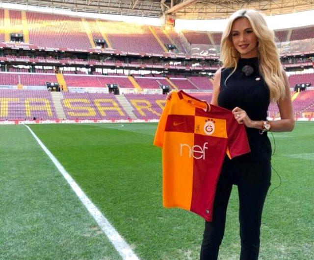 Galatasaray taraftarı Rus güzel Victoria Lopyreva, tatil için Antalya'ya geldi