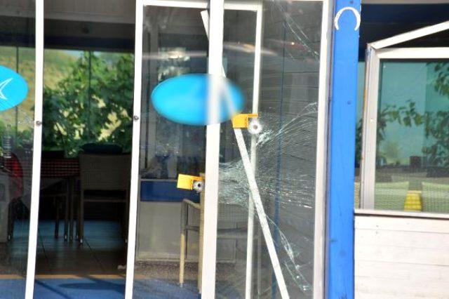 Restoranına gece ateş açan kişiyi, sabah da molotof atınca bacağından vurdu