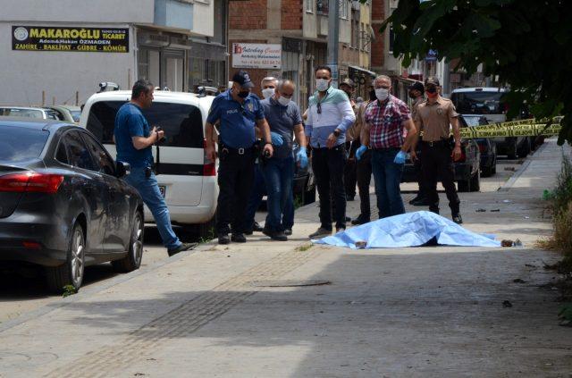 Sokak ortasında sevgilisini öldürdü, polisi görünce kendini vurdu