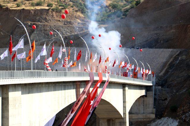 Türkiye'nin en yüksek köprüsü olan Botan Çayı Beğendik Köprüsü açıldı
