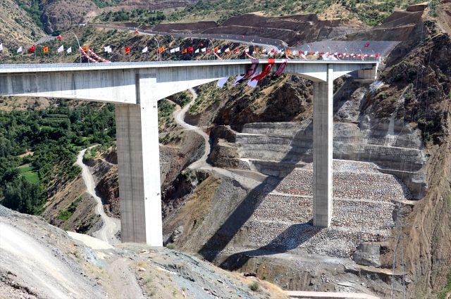 Son dakika: Türkiye'nin en yüksek köprüsü olan Botan Çayı Beğendik Köprüsü açıldı