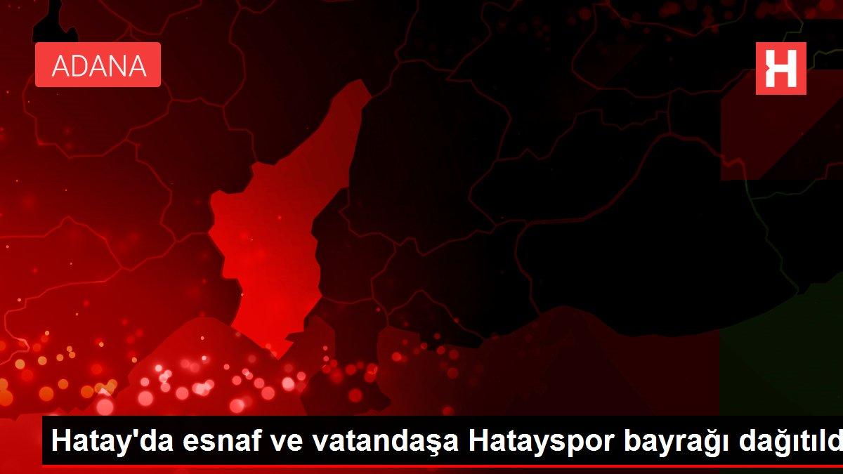 Hatay'da esnaf ve vatandaşa Hatayspor bayrağı dağıtıldı
