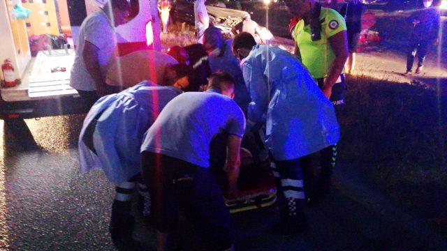 Ters yöne giren 2 araç, karşı şeritten gelen otomobil ile kafa kafaya çarpıştı: 7 yaralı