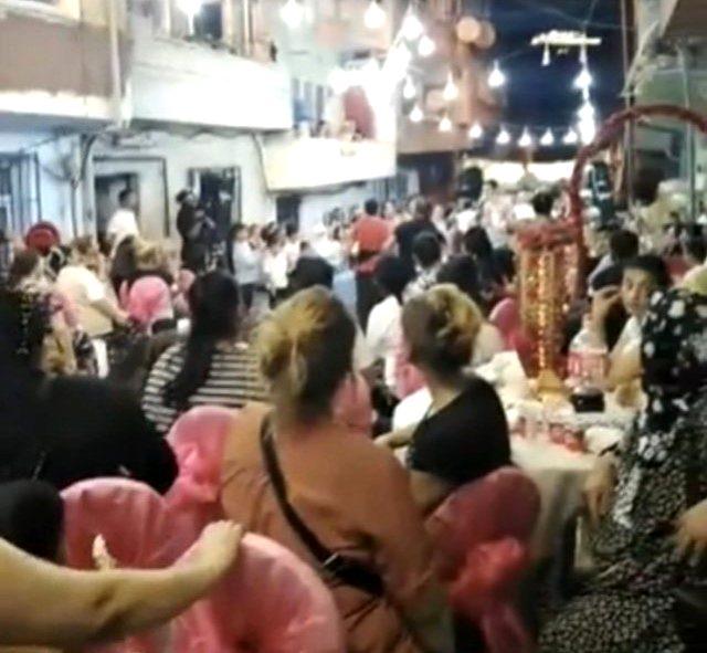 İstanbul'da dansözlü düğün eğlencesinde 'pes' dedirten görüntüler