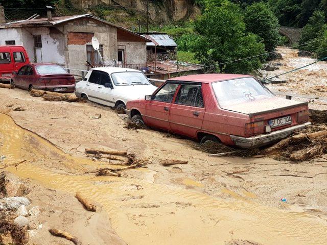 Şiddetli yağış Rize'yi de vurdu! Ağaran Şelalesi böyle taştı