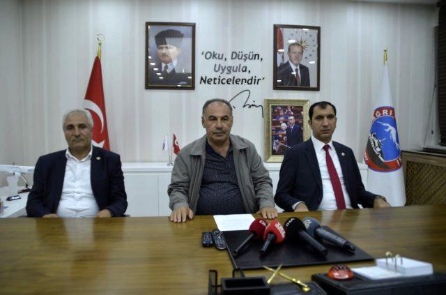 Ağrı'da partilerinden istifa eden 3 belediye başkanı AK Parti'ye geçti