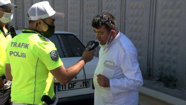 Alkolmetreye üfleyemeyen sürücüye polisten uygulamalı ders