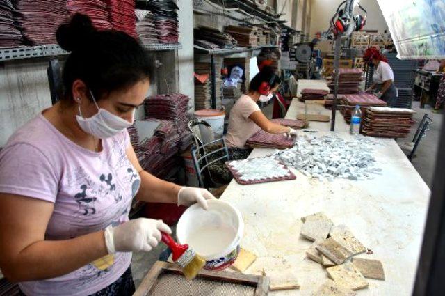 Atık mermerleri değerlendiren kadınlar, ülke ekonomisine yıllık 1 milyon dolar katkı sağlıyor