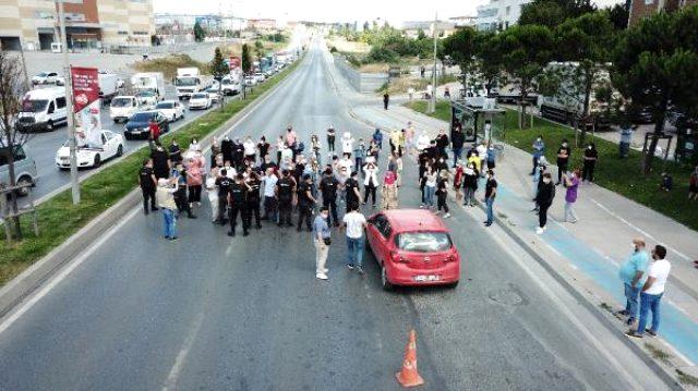 Esenyurt'ta kazayı protesto eden mahalleli TEM bağlantı yolunu trafiğe kapattı
