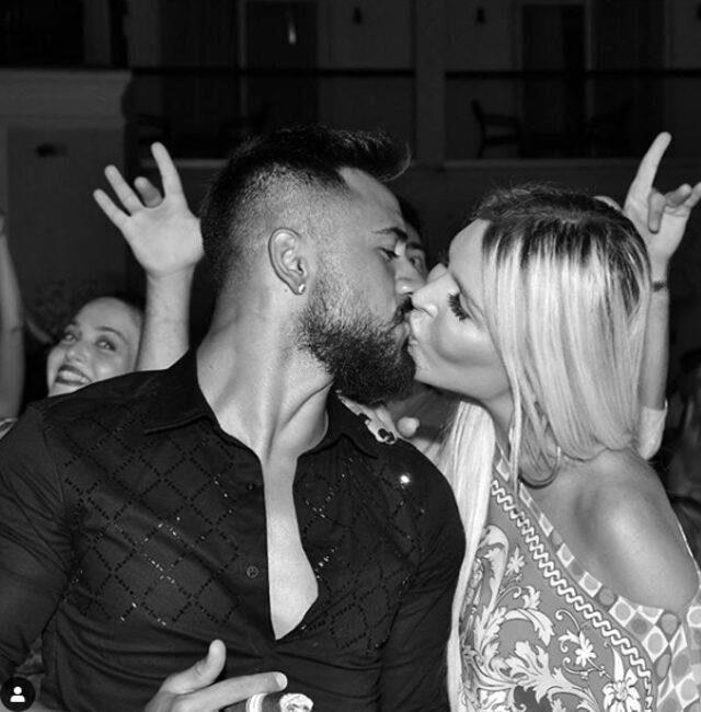 Tatilde aşka gelen Gökhan Çıra, Selin Ciğerci ile öpüşme pozunu paylaştı