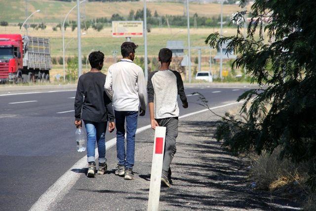 'Banker Bilo' filmi gerçek oldu! düzensiz göçmenleri İstanbul yerine Diyarbakır'a bıraktılar