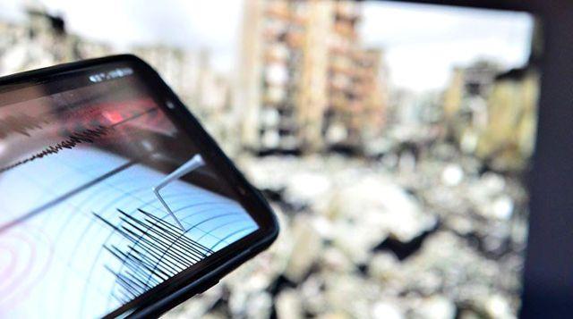 Son Dakika: İzmir'de 4.1 büyüklüğünde deprem meydana geldi
