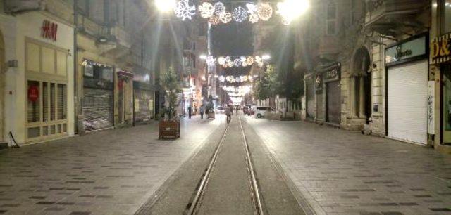 Son dakika: İstiklal Caddesi'nde şüpheli paket polisi alarma geçirdi! Cadde kapatıldı