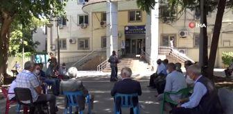 Zeynel Abidin Beyazgül: Siverek'te muhtarlar hizmet için belediye önünde oturdu