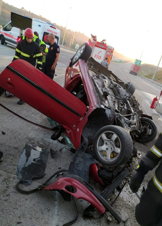 Otomobille gişelere çarpan uzman çavuş hayatını kaybetti