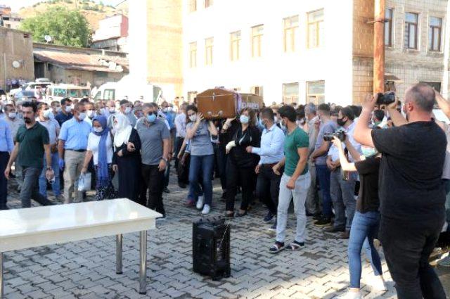 Pınar Gültekin'in cenazesini kadınların omuzlaması dikkat çekti