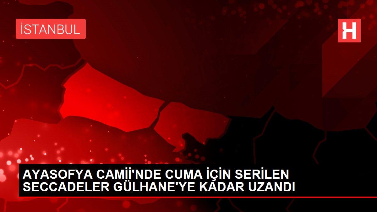 AYASOFYA CAMİİ'NDE CUMA İÇİN SERİLEN SECCADELER GÜLHANE'YE KADAR UZANDI