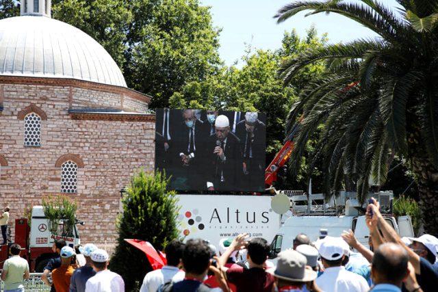 Ayasofya'da kılınan ilk namaz Yunan basınında: Erdoğan dediğini yaptı