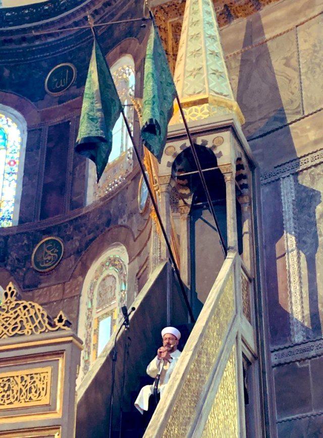 Diyanet İşleri Başkanı Ali Erbaş, Ayasofya Camii'nde kılıçla hutbe okudu