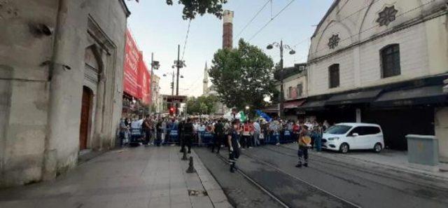 Polis bariyerleri önünde uzun kuyruklar oluştu! Vatandaşlar Ayasofya Camii'ne akın ediyor