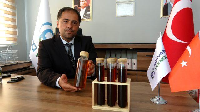 Türkiye'ye gelen İranlı iki girişimci plastik çöpleri motorine dönüştüren makine üretti