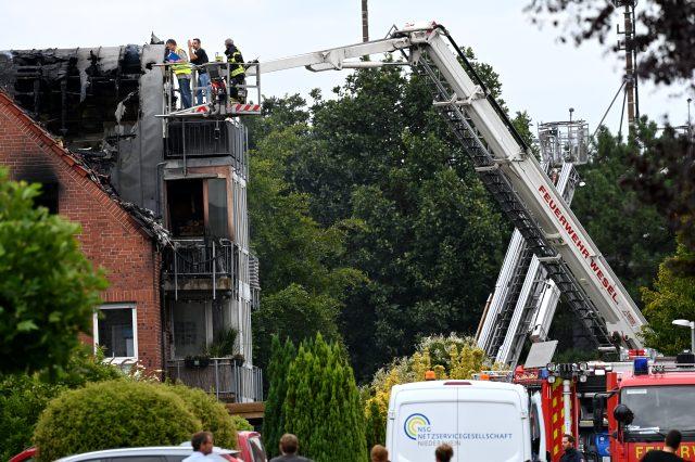 - Almanya'da apartmanın üzerine küçük uçak düştü: 2 ölü, 2 yaralı