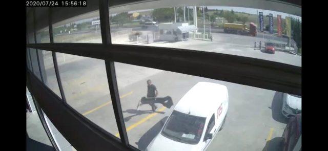 Hafriyat kamyonunun kopan tekerleğinden kıl payı kurtuldu