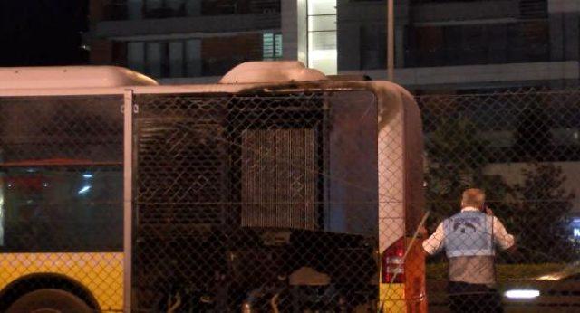 Küçükçekmece'de metrobüste korkutan yangın! Seferler aksadı