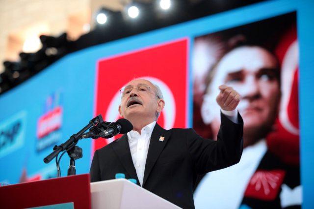 Son Dakika: CHP Kurultayı'nda 3 aday yeterli imzayı bulamayınca Kılıçdaroğlu tek aday gösterildi