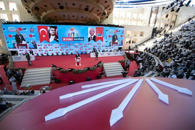 Son Dakika: Kemal Kılıçdaroğlu tek aday olarak girdiği seçimde CHP Genel Başkanı seçildi