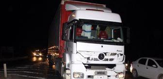Tahir Öztürk: Son dakika haber... Trafik lambalarında zincirleme kaza: 2 yaralı