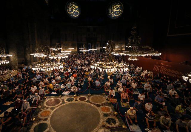Ayasofya-i Kebir Cami-i Şerifi'nde ikinci sabah namazı da büyük coşkuyla eda edildi