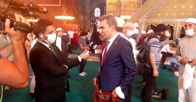Başkan Emre, besni kadınlarının el emeği olan halıyı Ayasofya'ya hediye etti
