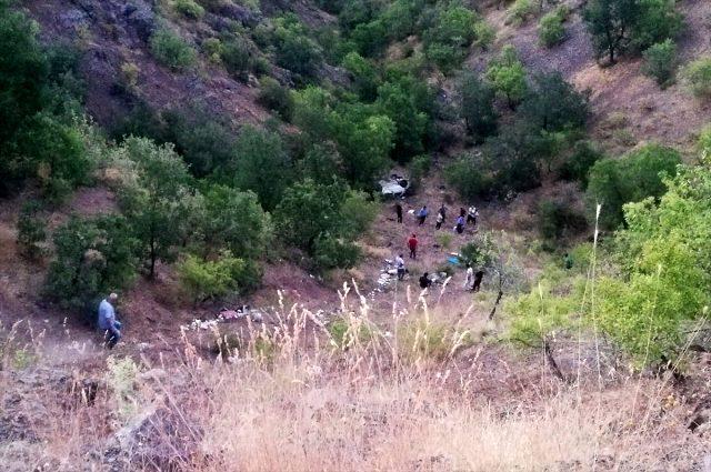 Cenaze dönüşü araçları şarampole devrilen 3 kardeş hayatını kaybetti
