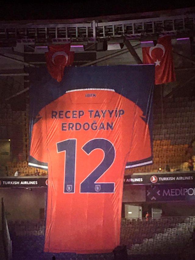 Cumhurbaşkanı Erdoğan'ın giydiği Başakşehir forması emekli edildi