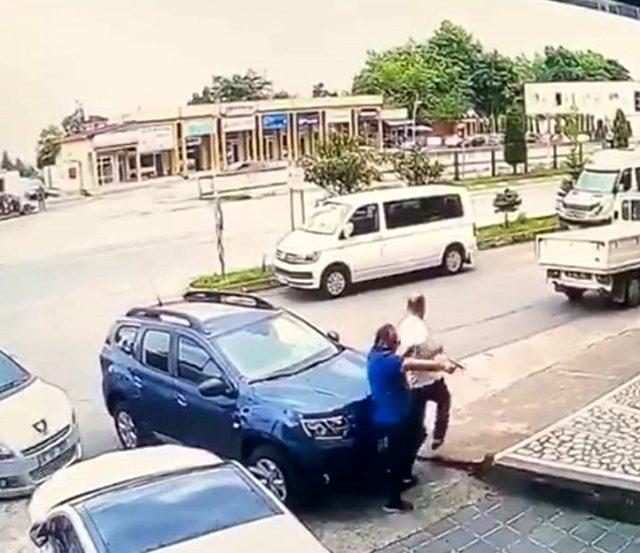 Trabzon'daki cinayet anının görüntüleri ortaya çıktı! Anne ne yaptıysa oğlunun katil olmasını engelleyemedi