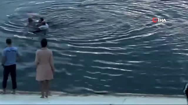 Rusya'da gölde boğulmak üzere olan iki kişiyi, 30 kişilik insan zinciriyle kurtardılar! O anlar kamerada
