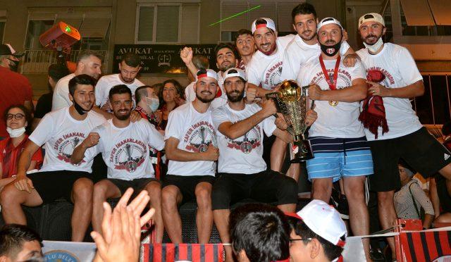 Turgutluspor'un şampiyonluk kutlamalarına kaymakamlık soruşturma başlattı