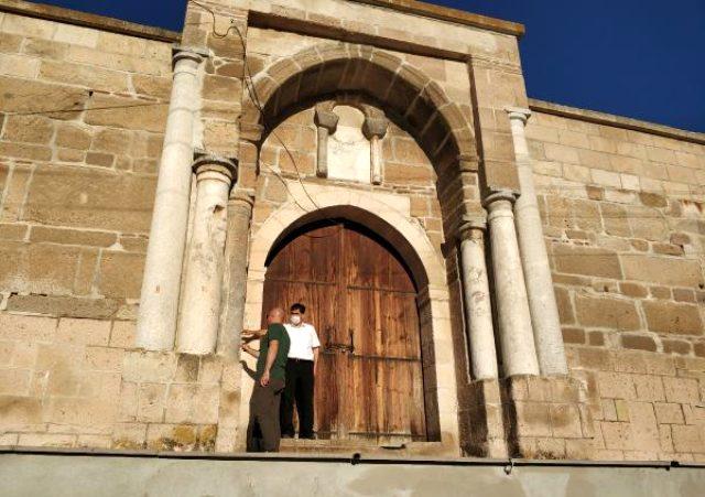 700 yıllık kervansarayda 'korsan' restorasyon yaptıran muhtar hakkında suç duyurusu