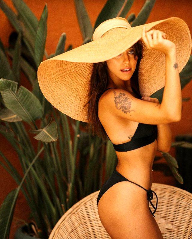 Zeynep Alkan, cesur paylaşımlarına yenisini ekledi! Bikinili pozlarına beğeni yağdı
